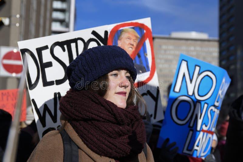 Reúnase contra la prohibición musulmán del ` s de Donald Trump en Toronto imagen de archivo