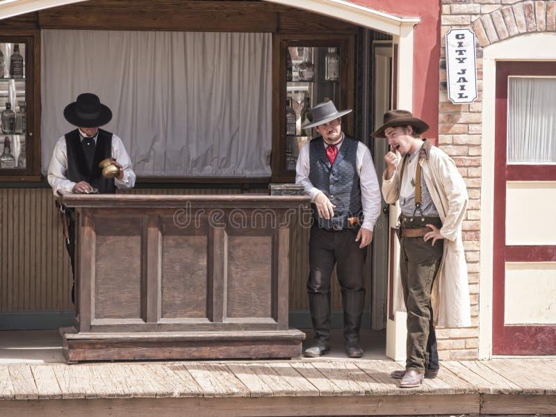 Re-enactors du combat d'armes à feu au corral CORRECT en pierre tombale Arizona photos stock