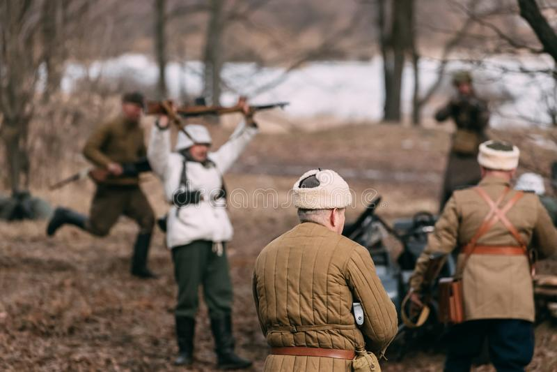 Re-Enactors kleedden zich als Russische Sovjetmilitairen van Wereldoorlog II P royalty-vrije stock fotografie