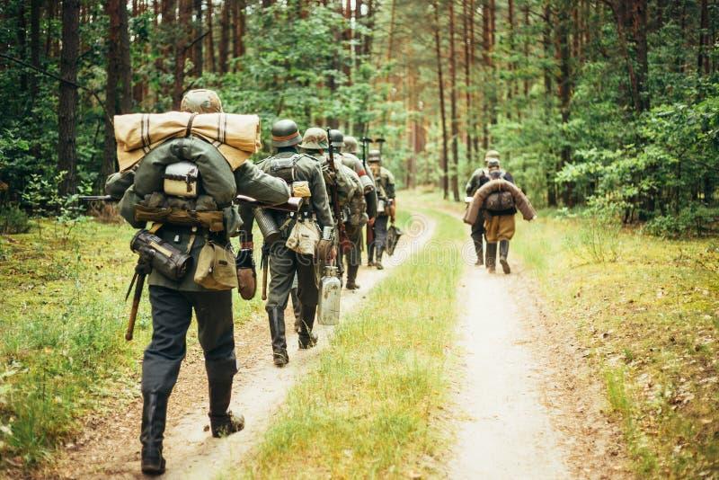 Re-enactors no identificado vestida como alemán fotos de archivo