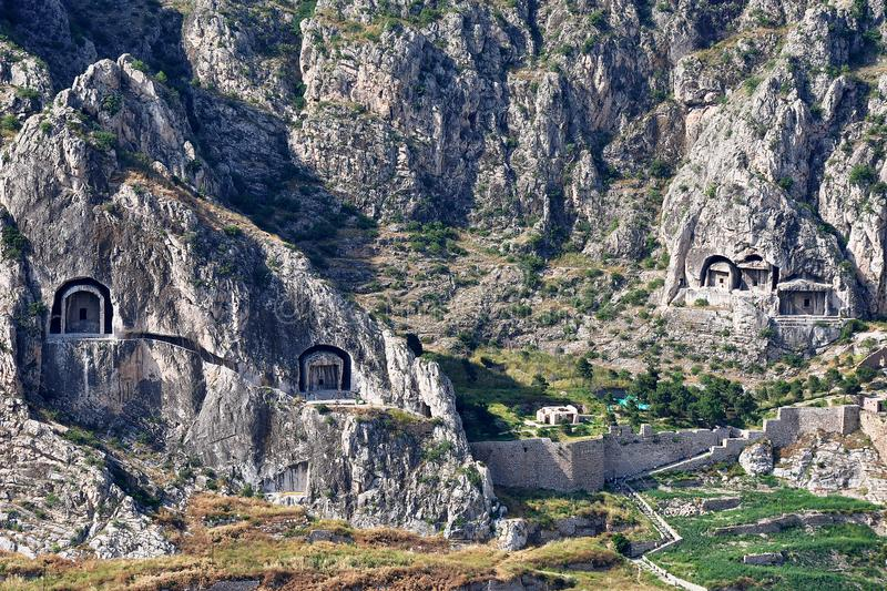 Re Rock Tombs in Amasya immagine stock