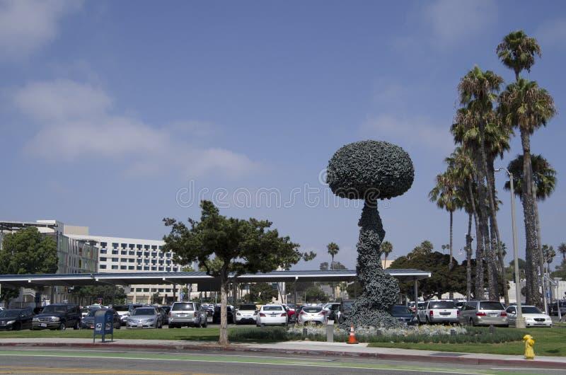 Reação em cadeia, artes Sata Monica California da escultura fotografia de stock royalty free