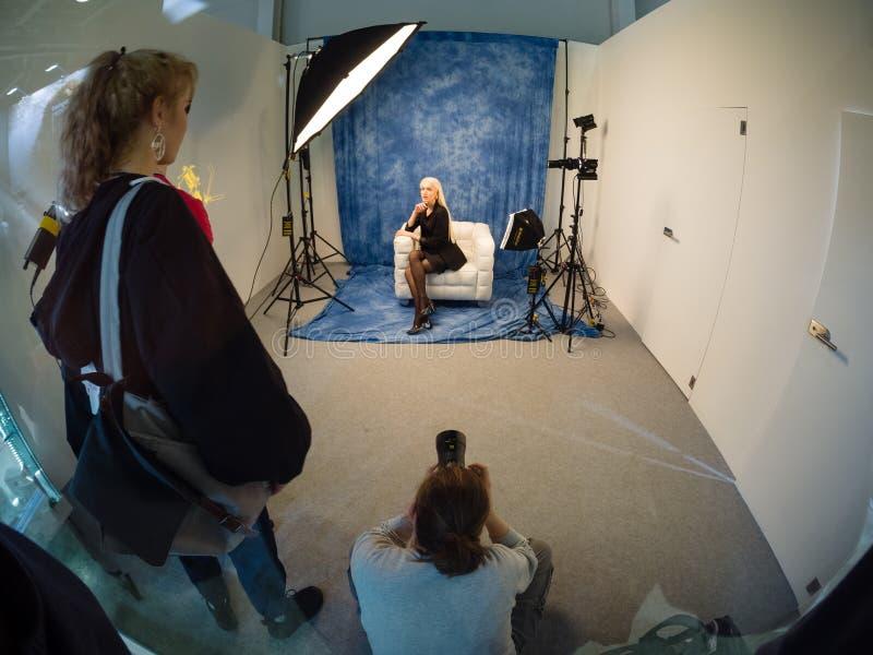 ?rea del estudio dentro de la cabina de Zeiss en la feria profesional 2019 de PhotoForum imagen de archivo