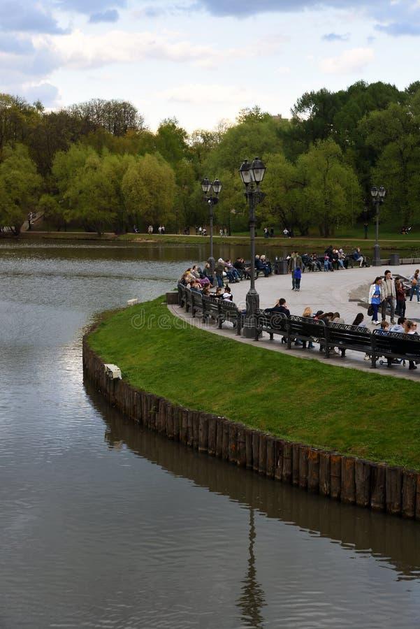 ?rea que camina Arquitectura del parque de Tsaritsyno en Mosc? Foto de color imagen de archivo