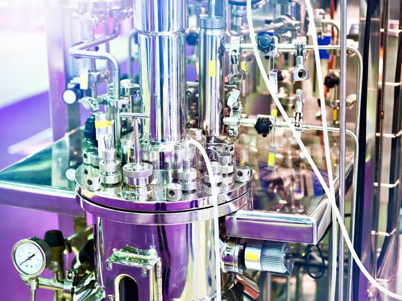 Reacciones químicas del equipo del metal para el laboratorio imagen de archivo libre de regalías