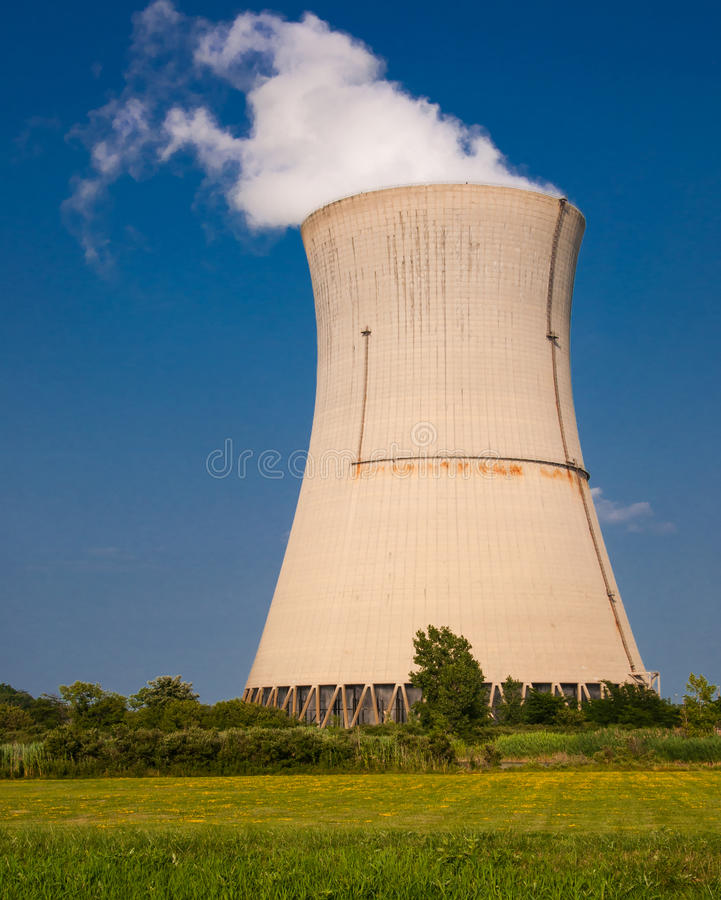 Free Reactor Cooling Tower Steam Stock Images - 46220244
