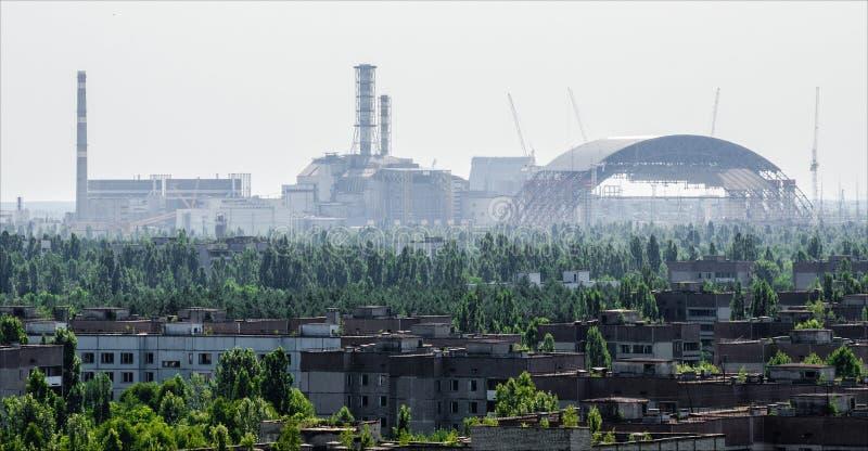 Reactor nuclear de Chernóbil y nuevo sarcófago fotografía de archivo libre de regalías