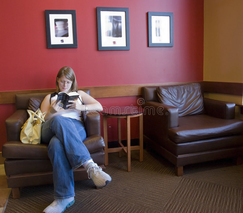 Reading In A Coffee Shop Royalty Free Stock Photos