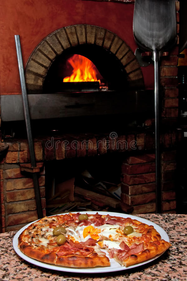Download Ready-made Pizza Waiting Stock Photo - Image: 21388150