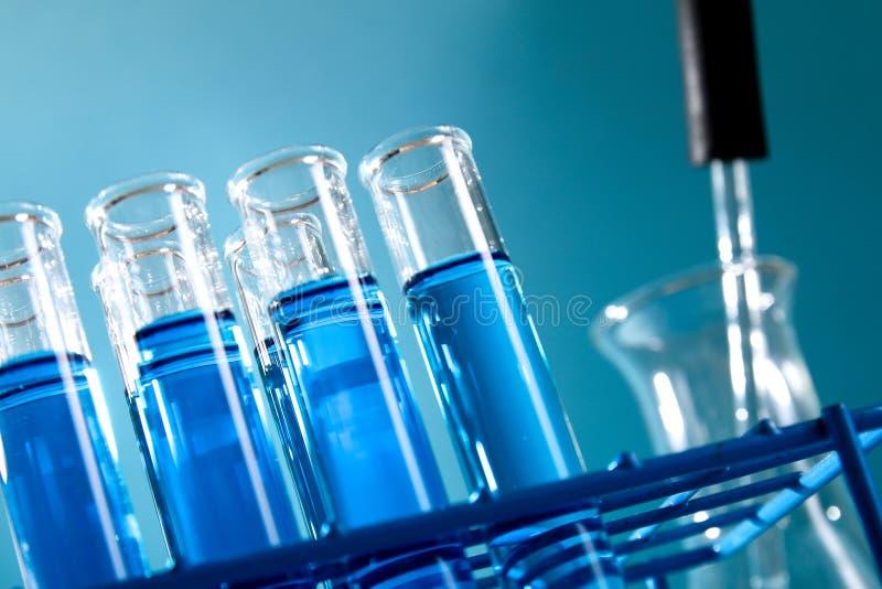 Reagenzgläser füllten mit blauer Chemikalie - Reihe 3 lizenzfreies stockfoto