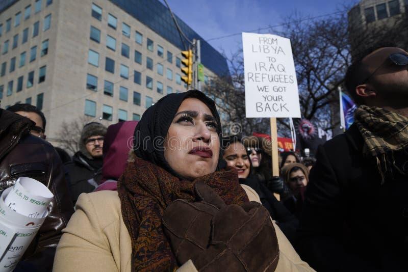 Reagrupe contra a proibição muçulmana do ` s de Donald Trump em Toronto imagens de stock