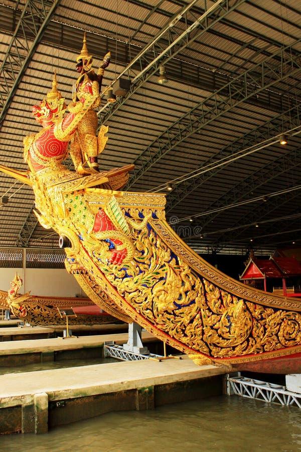 Real barge dentro o Museu Nacional de barcas reais, Banguecoque, Tailândia fotografia de stock royalty free