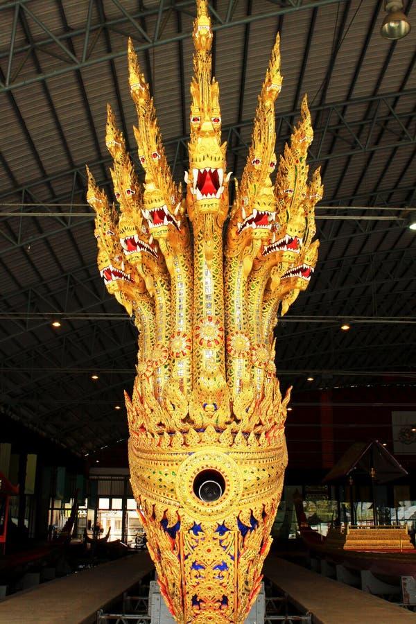 Real barge dentro o Museu Nacional de barcas reais, Banguecoque, Tailândia foto de stock royalty free