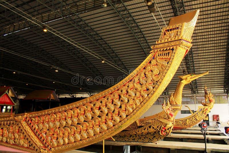 Real barge dentro o Museu Nacional de barcas reais, Banguecoque, Tailândia fotos de stock
