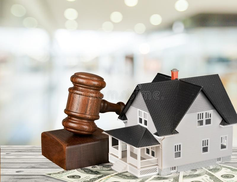 Real Estate auktionerar bort royaltyfria foton