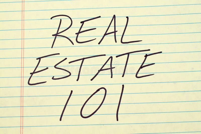 Real Estate 101 su un blocco note giallo fotografia stock libera da diritti