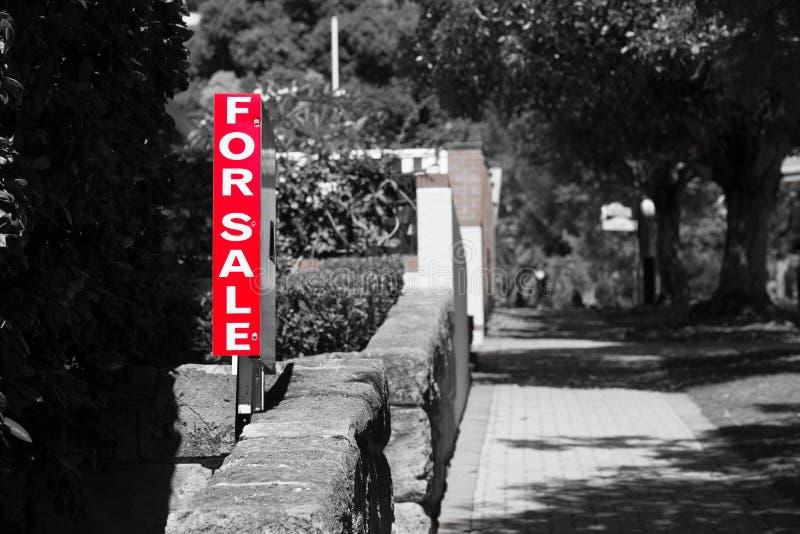 Real Estate voor het Woonhuis van het Verkoopteken stock foto