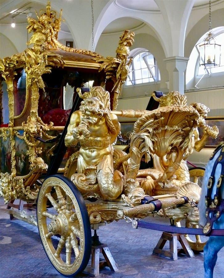 Real maúlla, el Buckingham Palace imágenes de archivo libres de regalías