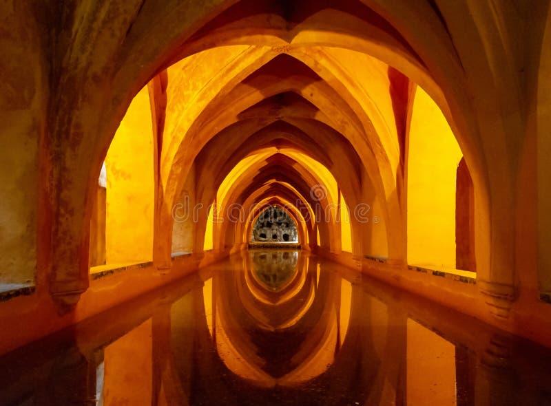 Reales Alcà ¡ zares de Sevilla, baden av Maria de Padilla royaltyfri fotografi