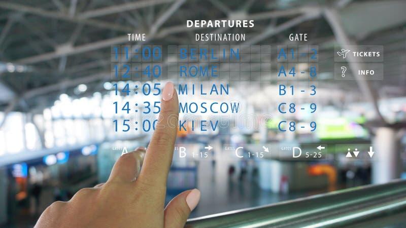 Realidade aumentada - use o app da AR para reservar o voo com tecnologia em linha esperta imagem de stock