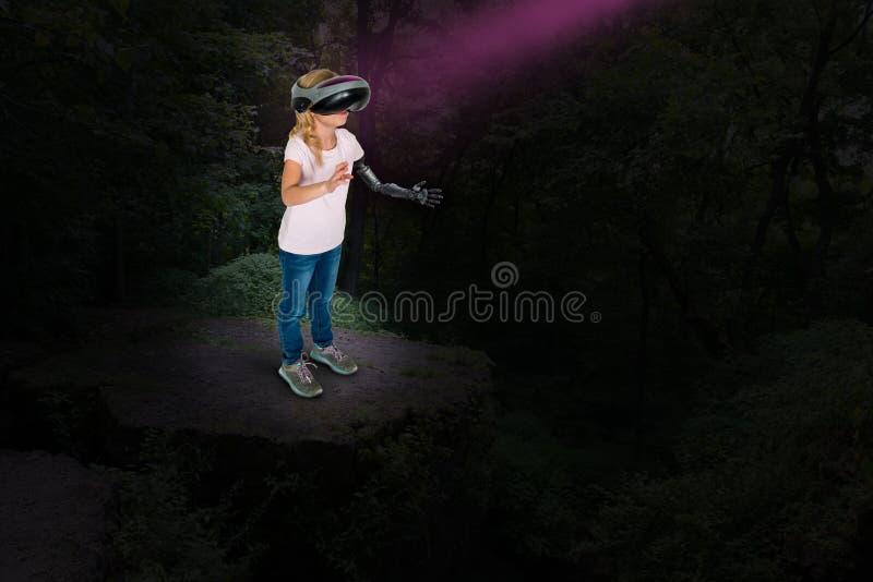A realidade virtual, jogo da moça, faz para acreditar fotos de stock