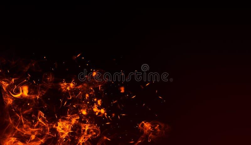 Realistisch geïsoleerd brandeffect voor decoratie en het behandelen op zwarte achtergrond Concept deeltjes, fonkelingen, vlam en  royalty-vrije illustratie