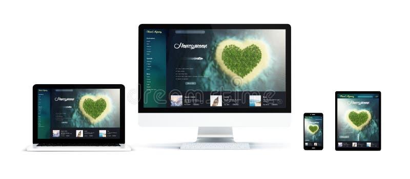 realistische Geräte lokalisiert mit romantischer Reise lizenzfreie stockbilder