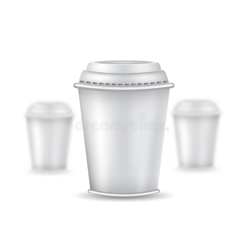 Realistische spot drie op koffie of thee plastic kop met GLB op wit Vectorillustratie één kop scherpe en twee koppen van departem stock illustratie