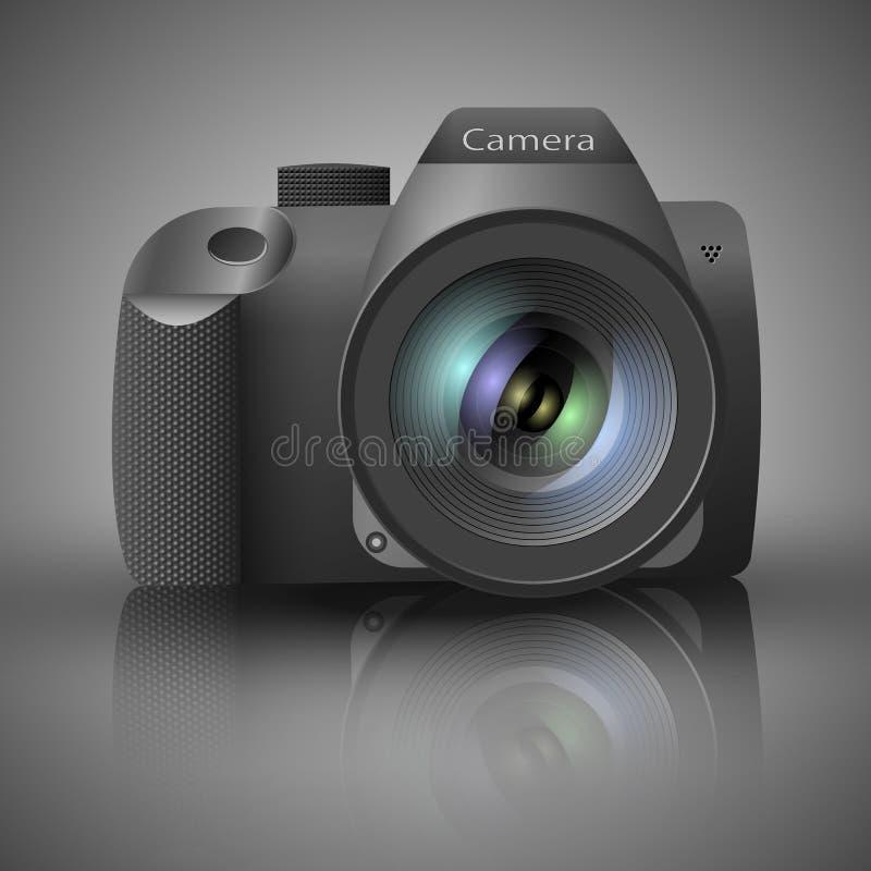 Realistisk digital kamera med linsen på grå bakgrund också vektor för coreldrawillustration royaltyfria bilder