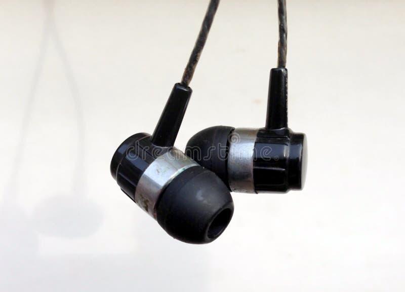 Realistyczne słuchawki, corded muzyczni hełmofony pojedynczy bia?e t?o Kolekcja equipments słuchawki stereo, nowożytne głowy obraz stock
