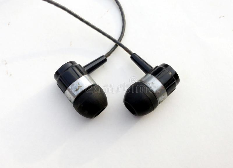 Realistyczne słuchawki, corded muzyczni hełmofony pojedynczy bia?e t?o Kolekcja equipments słuchawki stereo, nowożytne głowy obraz royalty free