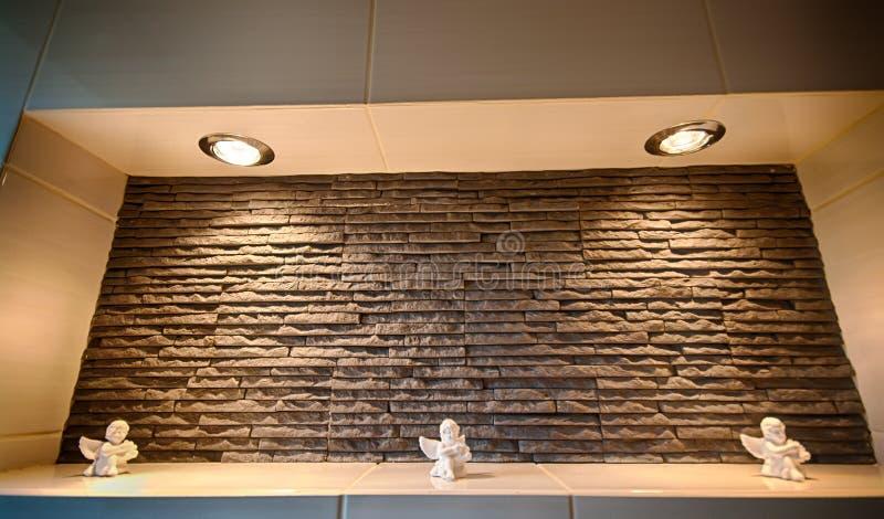Rebaixo da parede em um banheiro imagem de stock royalty free