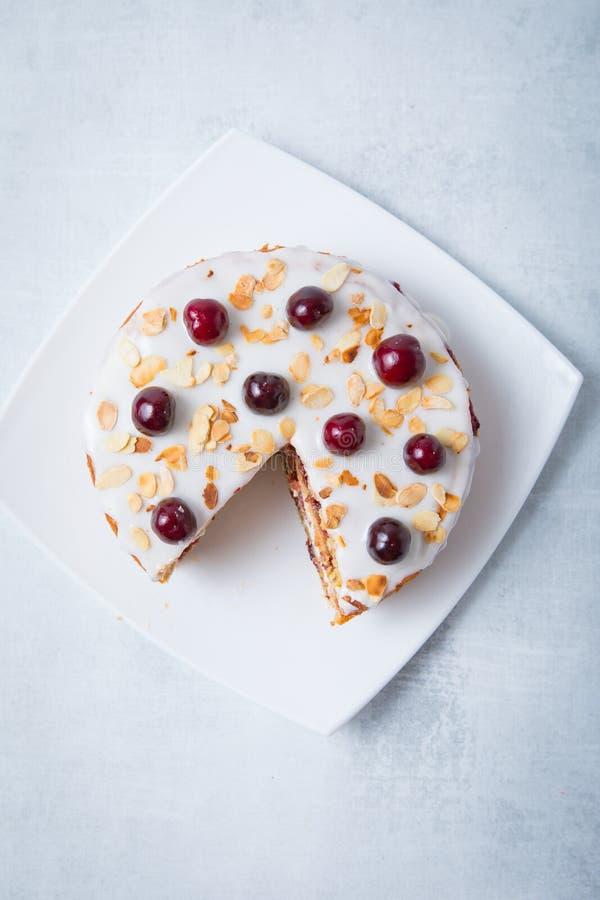 Rebanada Cherry Pie imagen de archivo libre de regalías