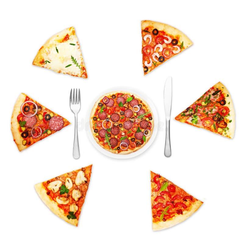 Rebanada de la pizza con diversos desmoches foto de archivo