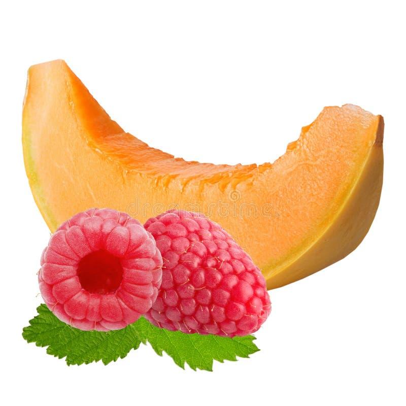 rebanada de melón y de frambuesas aislados en el fondo blanco imagen de archivo