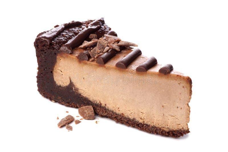 Rebanada de pastel de queso del chocolate aislada en blanco fotografía de archivo