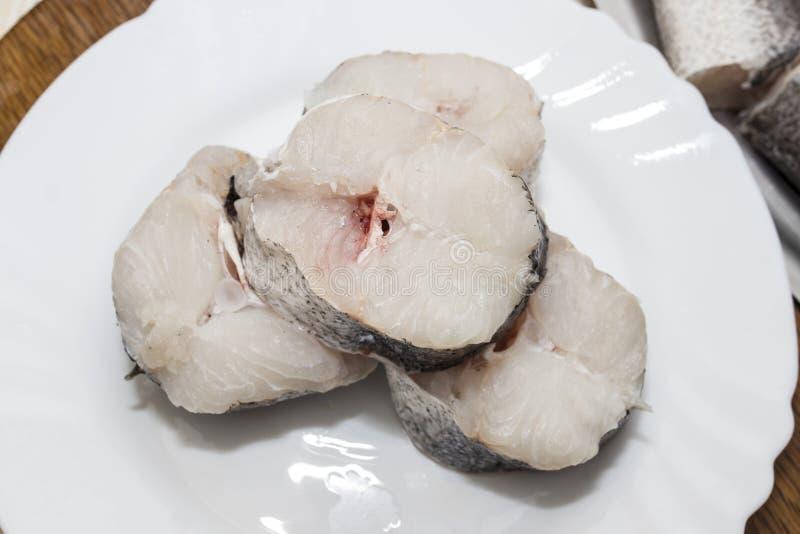 Rebanada de pescados crudos, merluza imagen de archivo