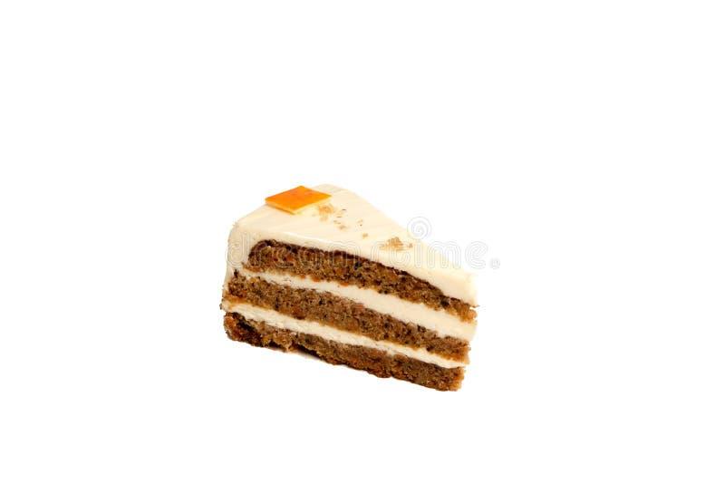 Rebanada de torta de zanahoria aislada en el fondo blanco, ninguna sombra fotos de archivo