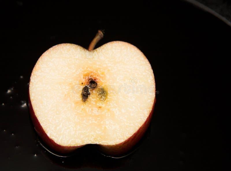 Rebanada fresca de manzana frita imágenes de archivo libres de regalías