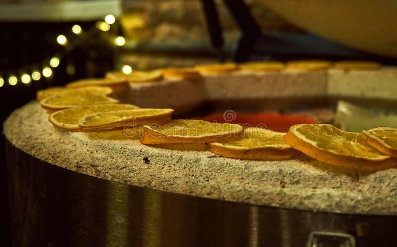 Rebanadas anaranjadas secadas secadas en la estufa foto de archivo libre de regalías