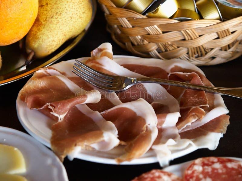 Rebanadas de jamón del italiano del prosciutto imagen de archivo libre de regalías