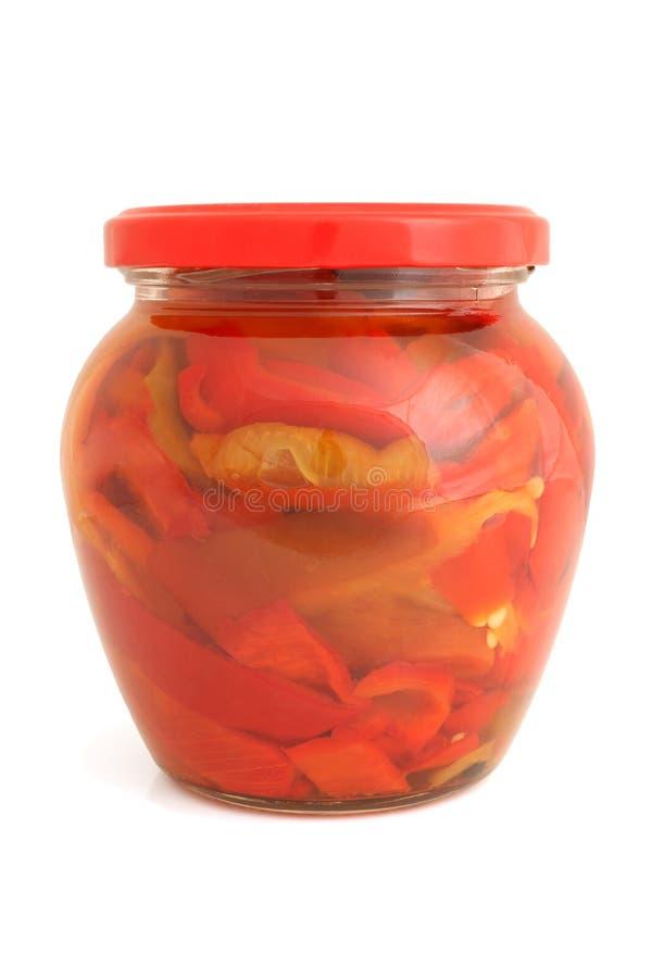Rebanadas de pimienta búlgara preservada en el tarro de cristal imagen de archivo libre de regalías