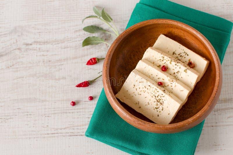 Rebanadas de queso de soja crudo fotos de archivo
