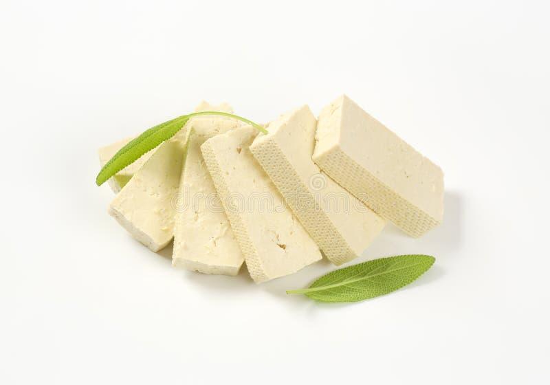 Rebanadas de queso de soja firme llano imagenes de archivo