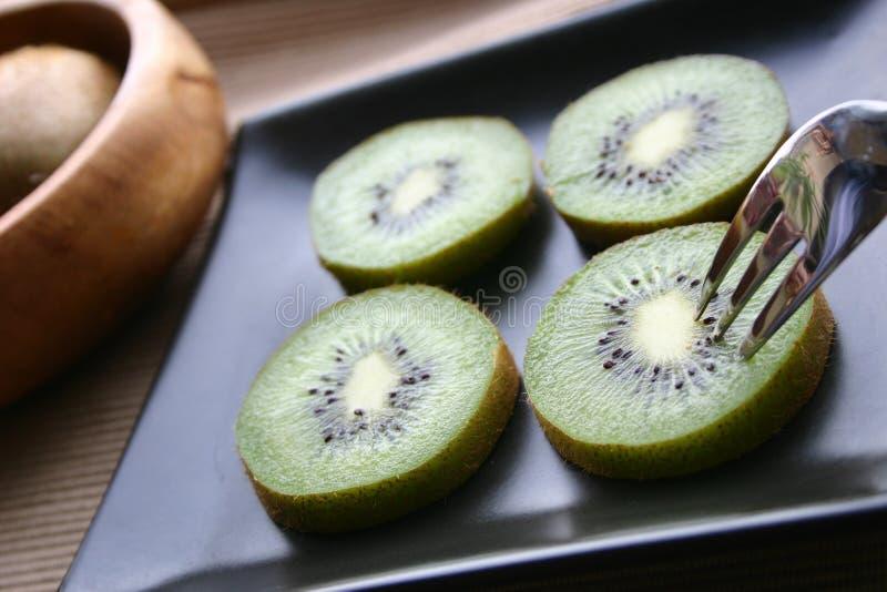 Rebanadas del kiwi fotos de archivo