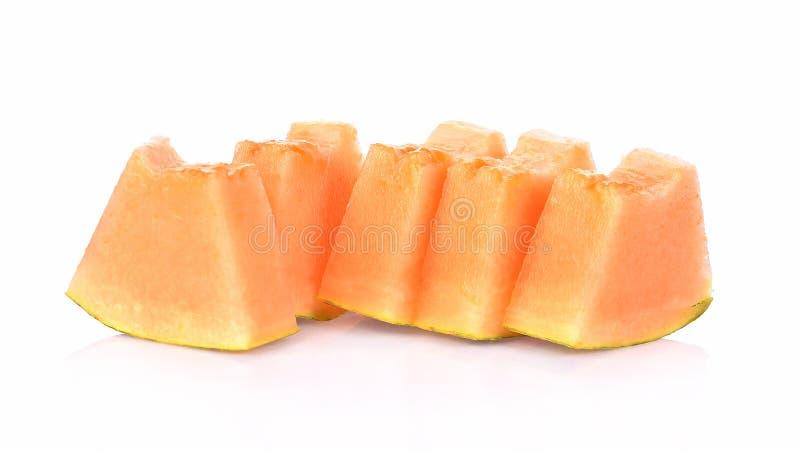 Rebanadas del melón del cantalupo en el fondo blanco imagen de archivo