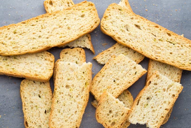 Rebanadas del pan del ajo y de la hierba Comida de Eco imágenes de archivo libres de regalías