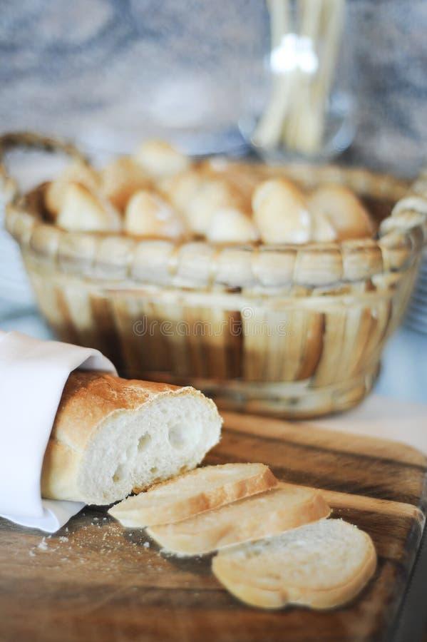 Rebanadas del pan francés imagen de archivo