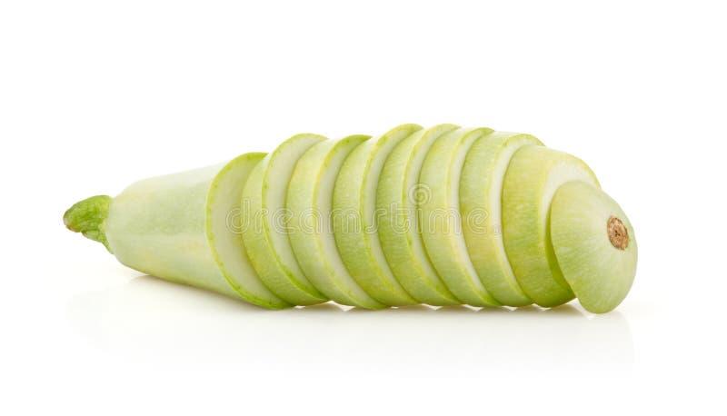 Rebanadas del tuétano de las verduras frescas en blanco fotos de archivo libres de regalías