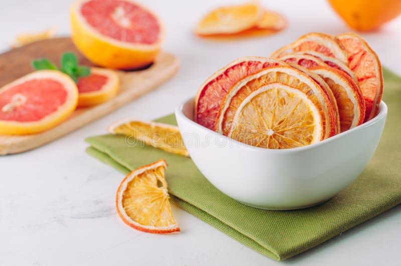 Rebanadas secadas mezcladas de la naranja y del pomelo de la fruta cítrica imagen de archivo
